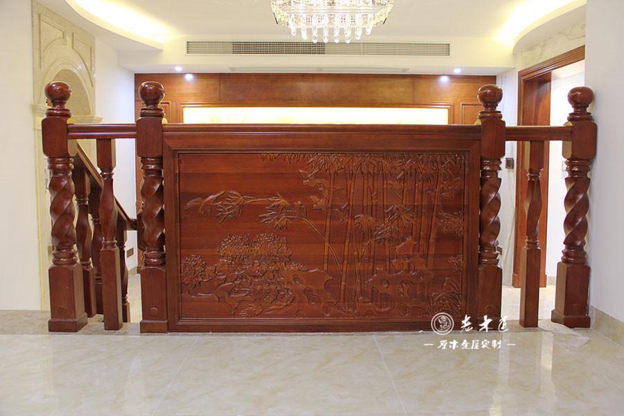 原木客厅电视背景墙