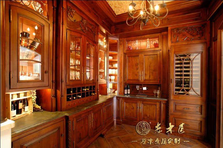 老木匠原木酒柜十大品牌,专业壁式酒柜定制,提供壁式酒柜效果图